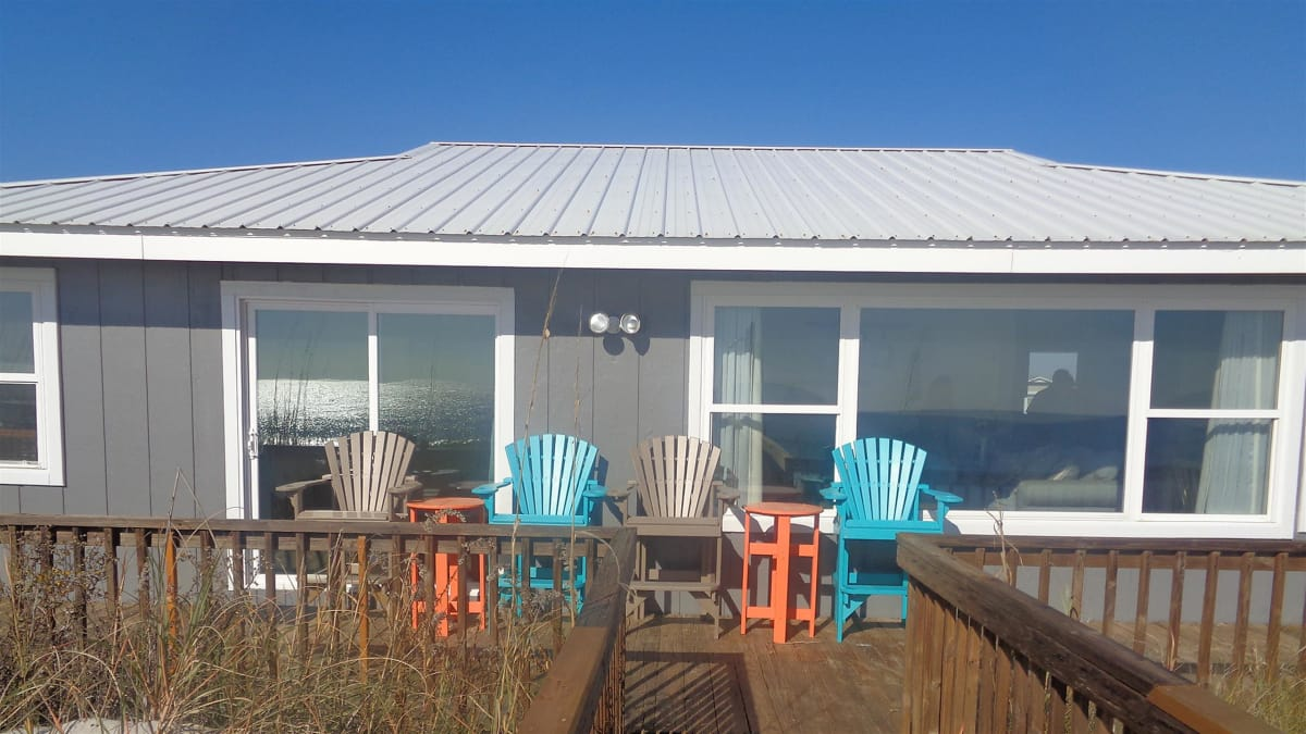 A Florida couple searches for a beachfront vacation home in Surf City, NC.